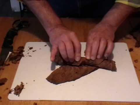 Cigar rolling for beginners #2 - rolling a cigar with small scraps